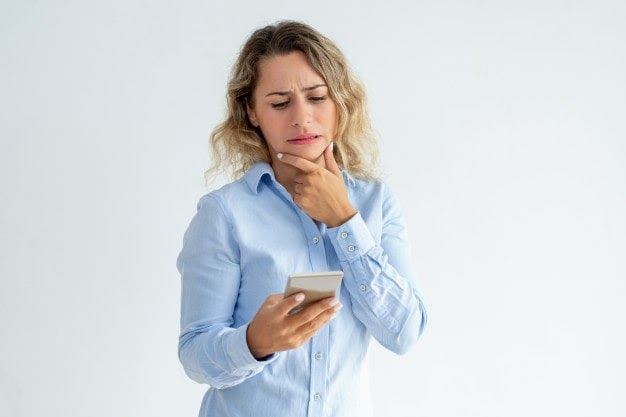 Mulher entendendo a necessidade de check-up corporativo