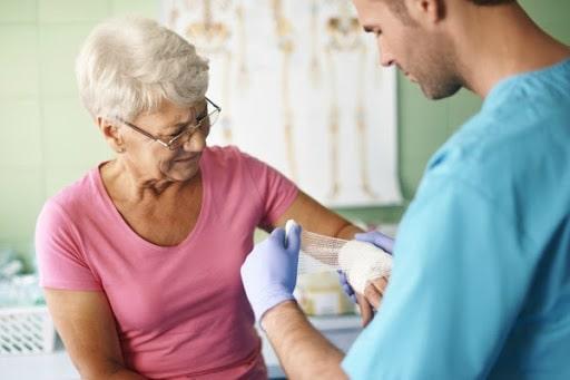 menopausa pode ser um dos fatores de risco para a saúde dos ossos